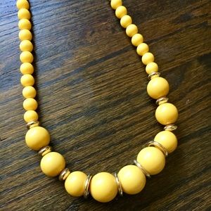 Yellow bauble statement necklace w gold accents.